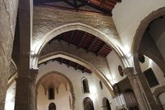 Venosa-Cattedrale-interno