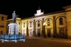 Venosa-Piazza-del-poeta-Orazio